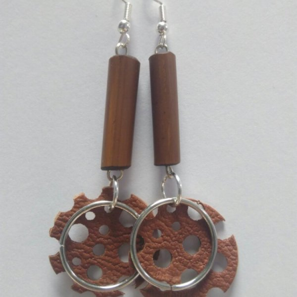 Boucles d'oreilles cuir et perles de bambou
