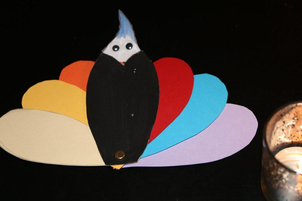 paon aux plumes colorés