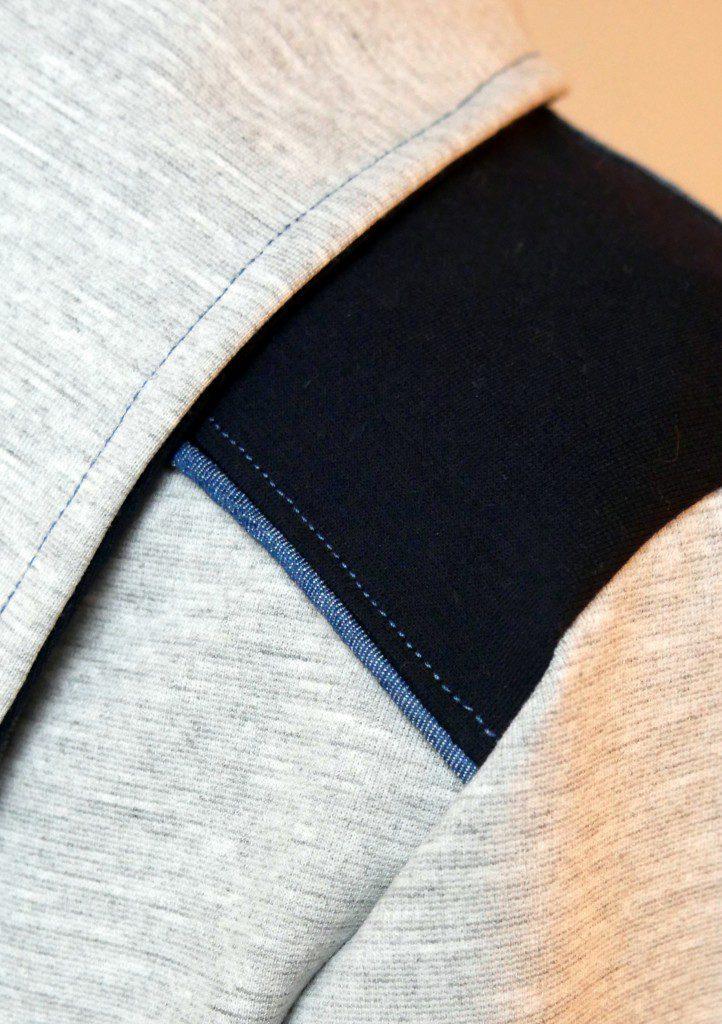 mit einem Paspelband abgesetzte Schulterpasse