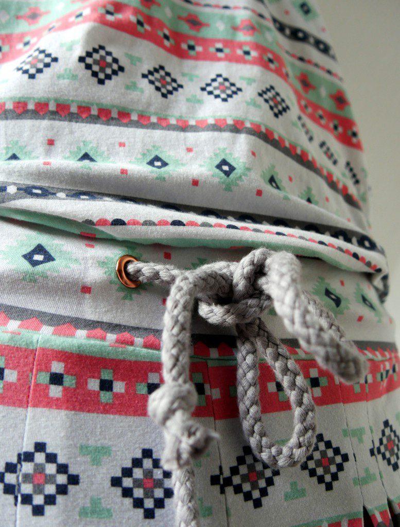 Jumpsuit Julika aus Jersey (Art Gallary Fabrics) und Oberteil aus Doppel-Pailletten-Stoff, kupferfarbene Ösen von Snaply