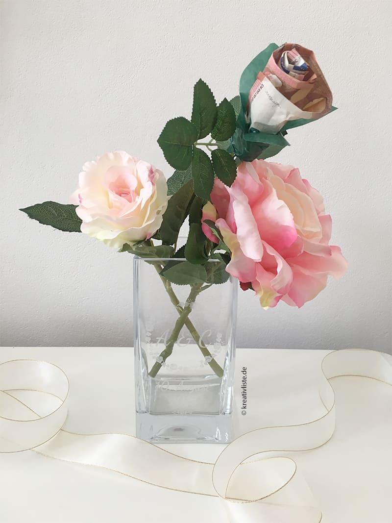 Vase mit Rosen als Geldgeschenk zur Hochzeit  kreativLISTE