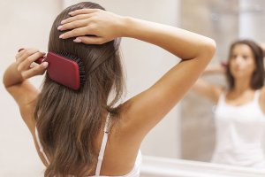 Przy jakich chorobach wypadają włosy