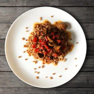 gulasz-wieprzowy-z-pieczarkami-i-papryka