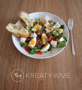 sałatka z jajkiem i serem feta