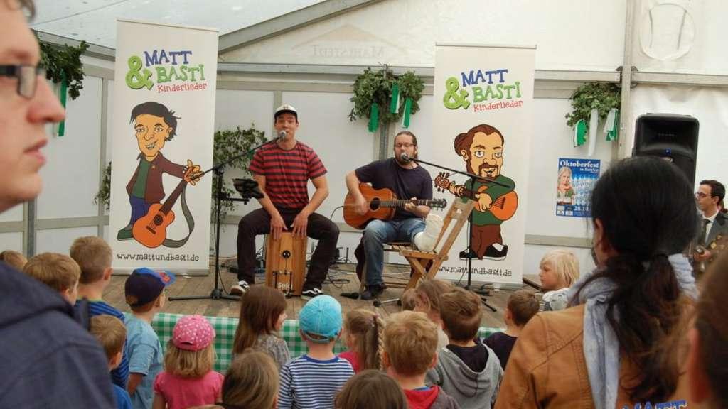 Brokser Markt Matt und Basti singen fr und mit Kindern im EsszimmerZelt  BruchhausenVilsen