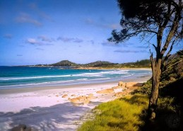 Australia - Tasmania - Bicheno - The wiite Beach