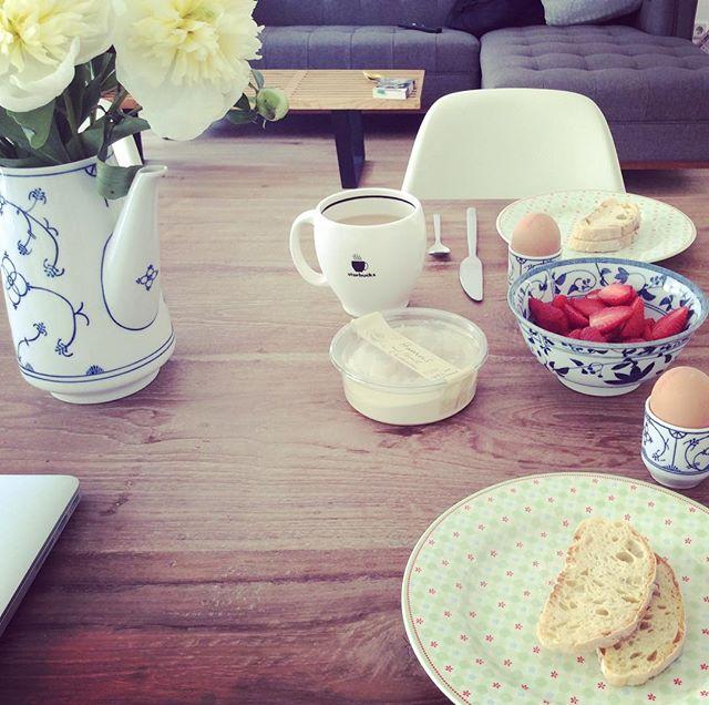 Breakfast with flowers #peonies