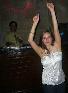 Jen gettin' her groove on.