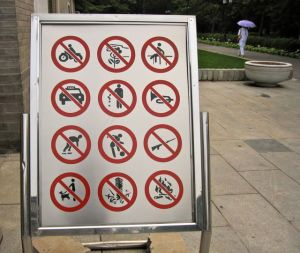 Pay attention: these are all the things you are not allowed to do in the park!