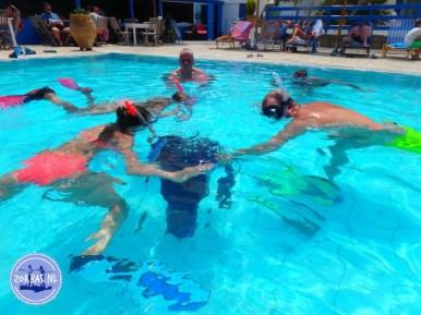 Snorkelles in het zwembad Griekenland
