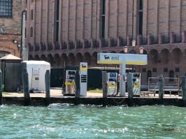 Tankstelle für Boote in Venedig
