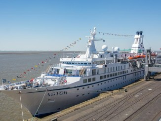 Die MS Astor in Bremerhaven