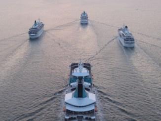 Die Phoenix Reisen Flotte beim Auslaufen aus Bremerhaven. Foto: Phoenix Reisen