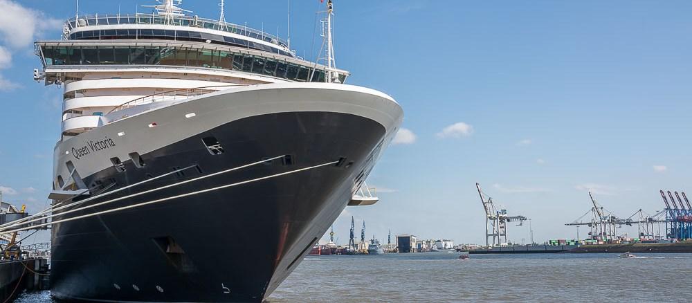 Die Queen Victoria am Kreuzfahrtterminal Hamburg-Altona