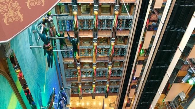 Blick von Deck 9 in das Atrium