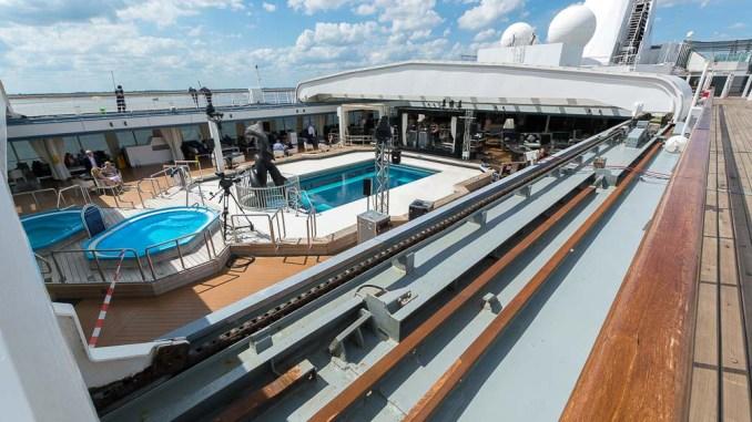 Das Dach über dem Pool kann geöffnet werden