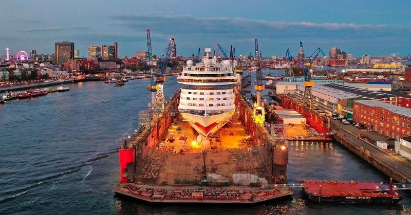 AIDAluna in der Blohm und Voss Werft