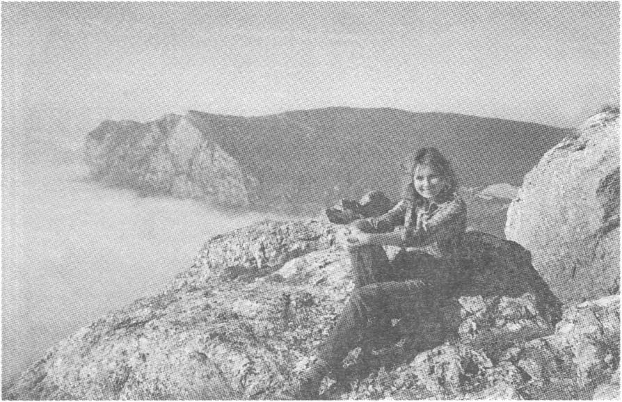 Вершина Ильяс-Кая. Вид на Куш-Кая в море облаков