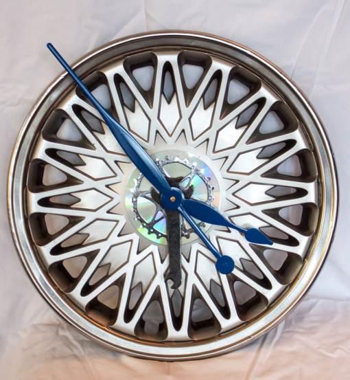 Repurposed-Chrysler-Hubcap-Clock-main