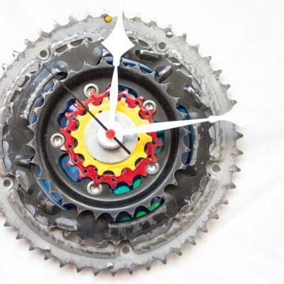 bike-sprocket-clock-black-red-yellow