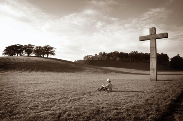 lonely-comfort-at-cross