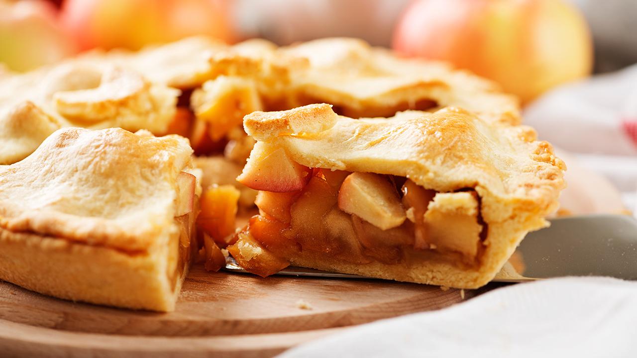 homemade-apple-pie-holidays-recipes_1542314778560_420103_ver1_20181115223012-159532