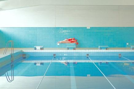 Over de creepy zwembaden van Maria Svarbova
