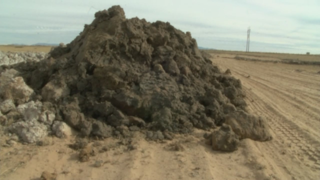 Belen residents worry dumpsite is filled with contaminated soil_764566