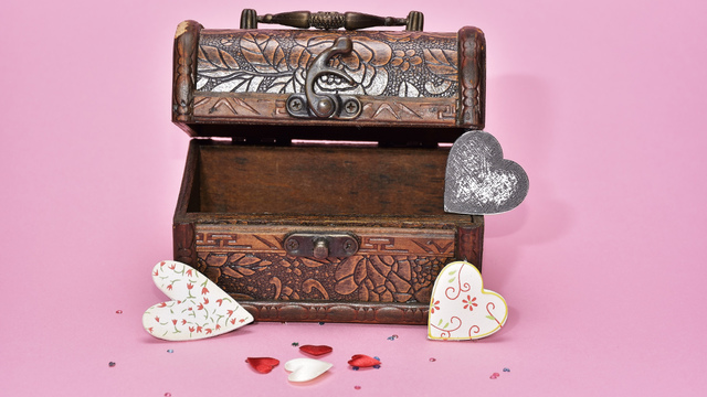 treasure-hunt-valentines-day-gift_1517261660650_337717_ver1-0_32896335_ver1-0_640_360_781130