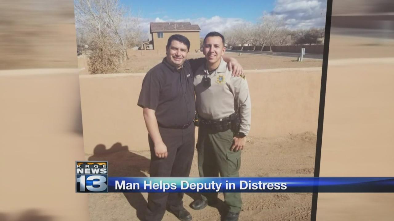 man helps deputy in distress_797725