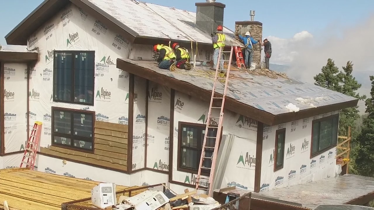 VIDEO__Episode_10_Crews_install_roof_1_20181030163351