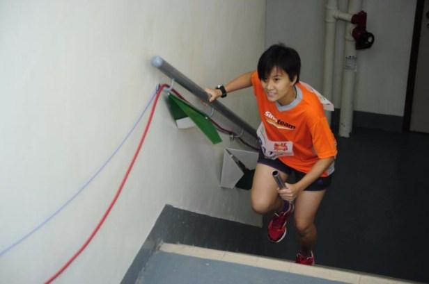 吴凯琪参加跑楼梯比赛