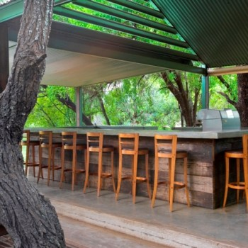 Khoka Moya Camp Bar
