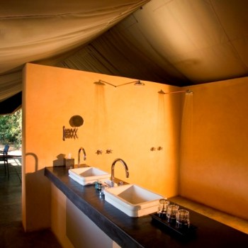 Khoka Moya Camp Tent Bathroom