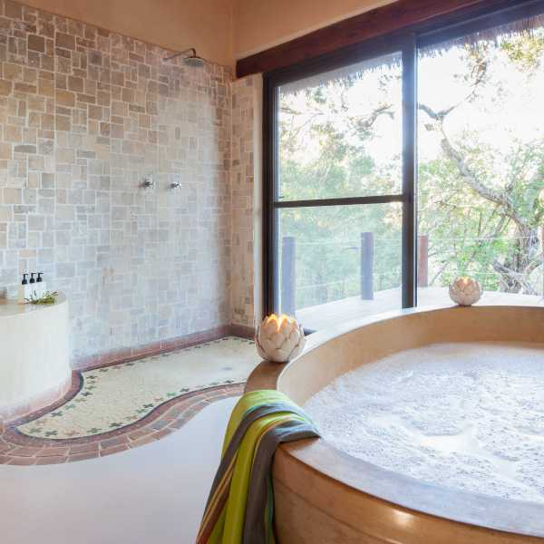 Simbambili Game Lodge Interior Luxury Bathroom