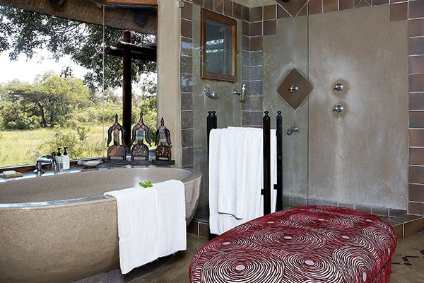 Lukimbi Lodge Premier Suite Bathroom