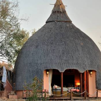 Hoyo Hoyo Safari Lodge Thatched Creation