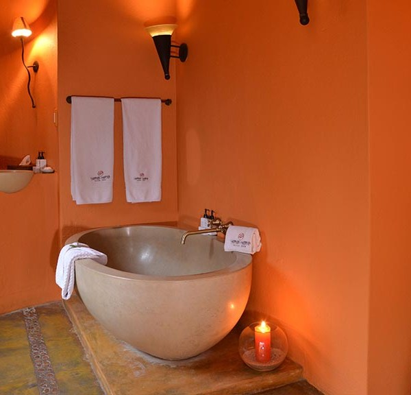 Hoyo Hoyo Safari Lodge Accommodation Bathroom