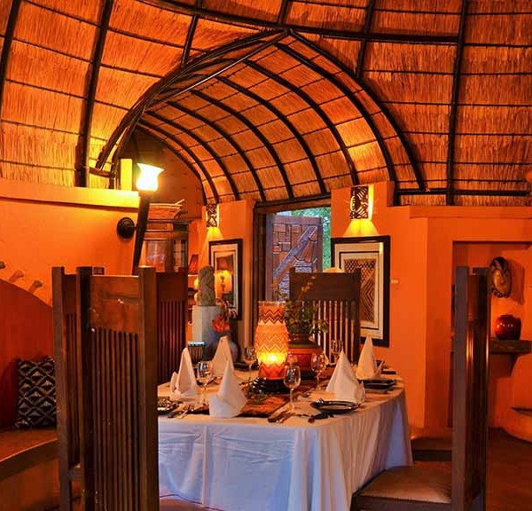 Hoyo Hoyo Safari Lodge Facilities Dining by Fire