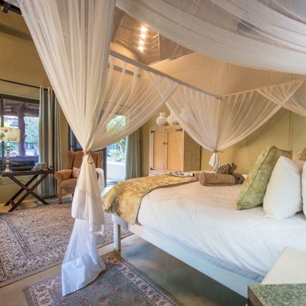 Kambaku Safari Lodge King Chalet