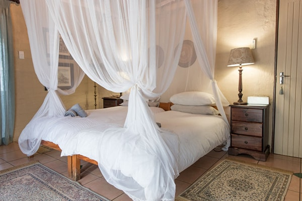 KwaMbili Game Lodge Bedroom