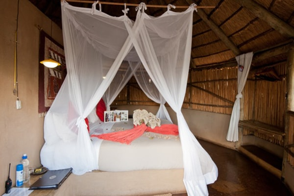 Umlani Bushcamp Double Hut Bedroom