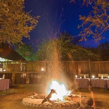 Gomo Gomo Game Lodge Outdoor Dining Area