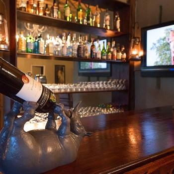 Kambaku Safari Lodge Bar Area