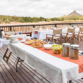 Sefapane Lodge Deck Breakfast