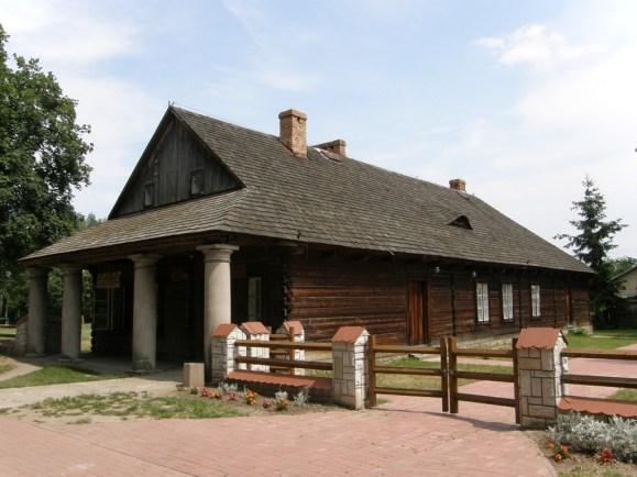 Dom z podcieniami kolumnowymi z 1797 r. – obecnie Dom Kultury w Solcu nad Wisłą (fot. K. Furmanek)