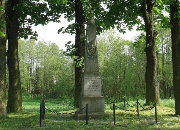 Pomnik płk Dionizego Czachowskiego w Jaworze Soleckim (fot. K. Furmanek)