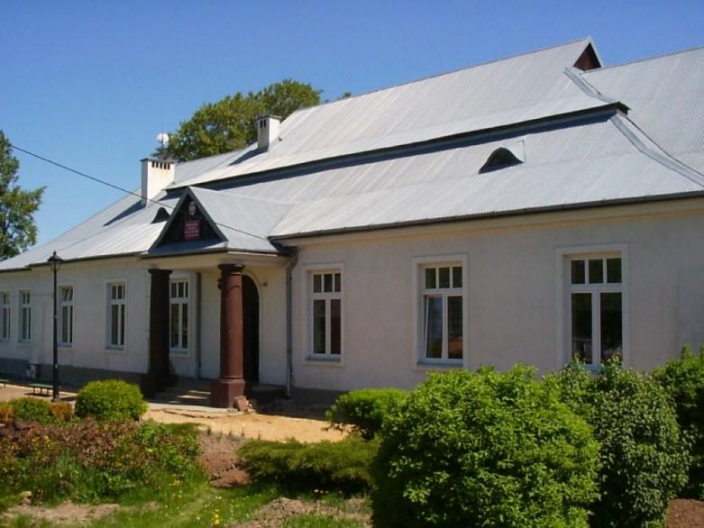 Publiczna Szkoła Podstawowa im. Jana Brzechwy w Chmielowie (fot. arch. Gminy Bodzechów)