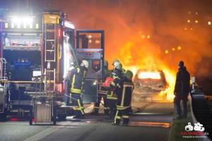 PKW brennt völlig aus auf der A81