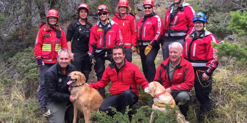 Comedian Rick Mercer joins Kamloops search and rescue team on dog training exercise